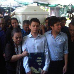 Franky Sahilatua Telah Dimakamkan di TPU Tanah Kusir