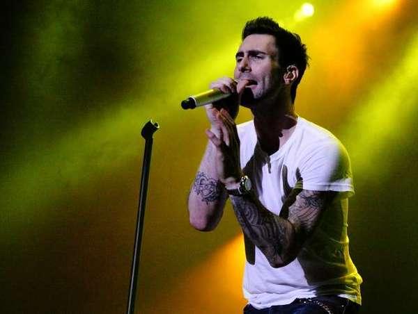 Aksi Maroon 5 di Singapura