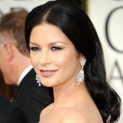 Catherine Zeta-Jones Makin Kurus Usai Terapi Gangguan Kejiwaan