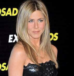 Norman Mejeng di Tubuh Jennifer Aniston
