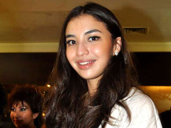 Senyum Ceria Manohara