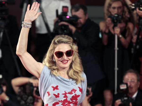 Madonna Hadiri Venice Film Festival