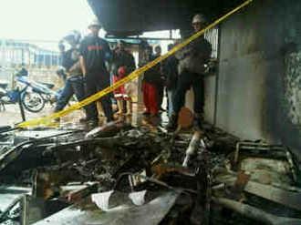 Karyawan PT Nexus Batam Unjuk Rasa, Pos Satpam Dibakar
