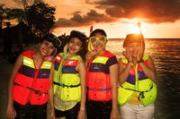 <i>Happy Holiday</i> di Makassar