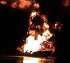 Tiga Orang Jadi Korban Kapal Sembako dan BBM Terbakar di Lamongan