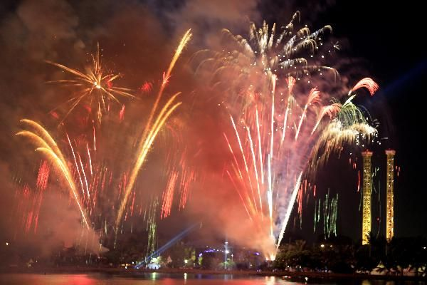 Pesta Kembang Api (m.ancol.com)