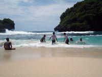 Petualangan Seru ke Pulau Sempu