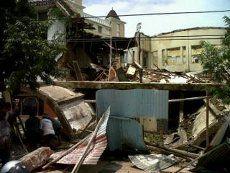 Bangunan Tua Eks Gedung Bioskop di Semarang Ambruk