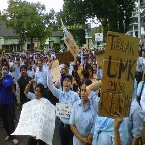 Buruh Demo, Kawasan Industri Ejip Cikarang Lumpuh