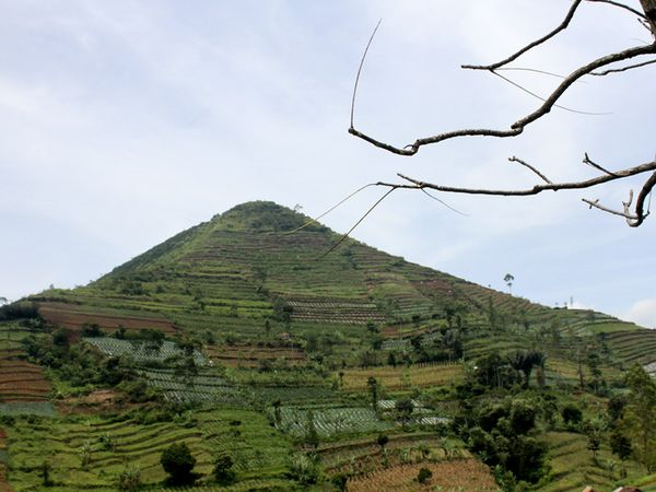 Gunung Sadahurip (megame13.wordpress.com)