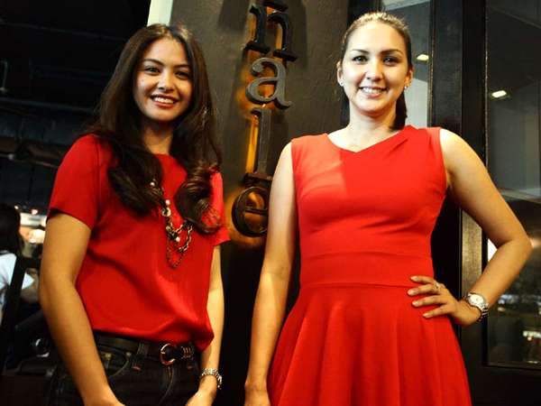 Revalina & Donna Agnesia Kompak Berbaju Merah