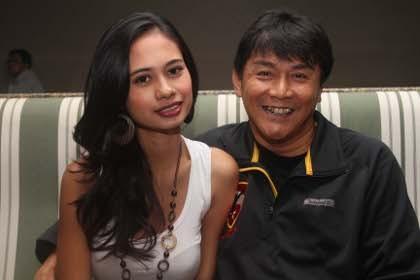Willy Dozan Tampil Bareng Istri Baru