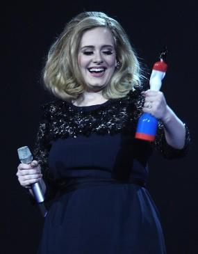 Adele Menang Besar di BRIT Awards 2012