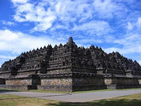 Candi Borobudur (Sumber: delightwisata.com)