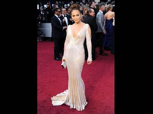 Ini Dia 5 Aktris dengan Gaun Terseksi di Oscar 2012