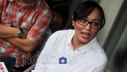 Hotman Sarankan Angie Liburan Saja ke Bali Bareng Brotoseno