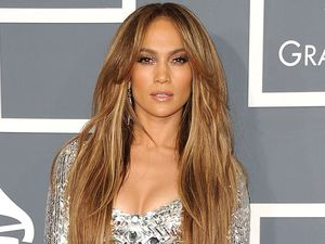 Ini Dia Gaya Terseksi Jennifer Lopez di Red Carpet