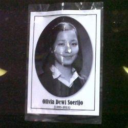 \Olivia Dewi Sahabat yang Sempurna dan Luar Biasa\