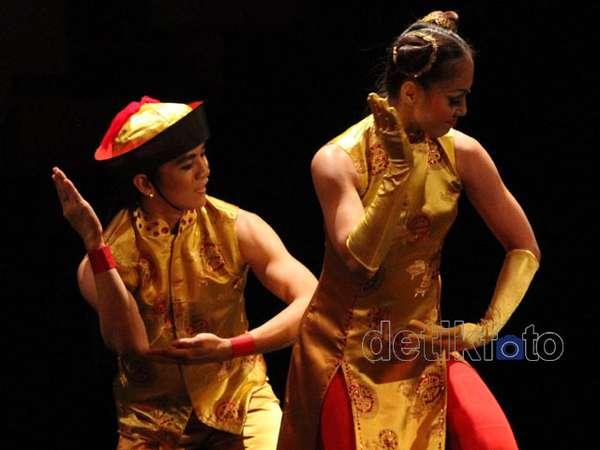 Kabaret Oriental: Anak Emas Juragan Batik