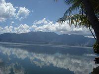 Hanyut dalam Ketenangan Danau Maninjau