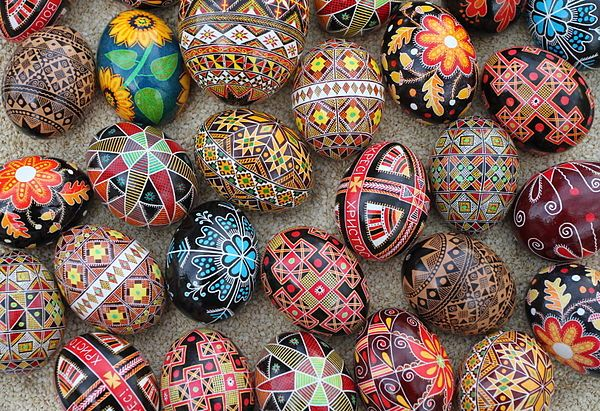 Pysanka yang sudah mendapat sentuhan desain yang modern (sumber foto: http://wikipedia.org)