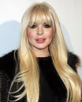 Tak Punya Uang, Lindsay Lohan Obral Baju-baju Bekasnya