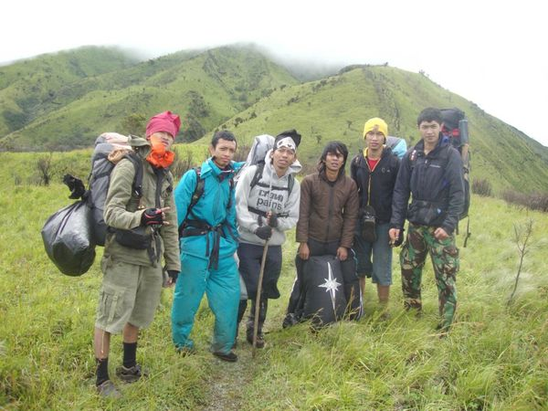 Bergaya di hadapan Merbabu
