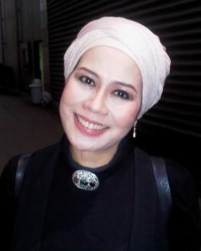 Wow, Dewi Yull Ternyata Sudah Menikah Lagi!