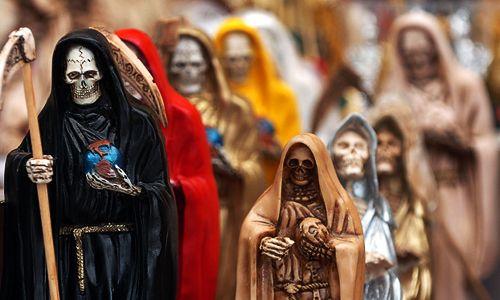 Patung yang banyak terlihat di Pasar Sihir Sonora (Sumber: bestourism.com)