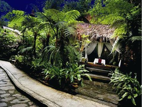 Salah satu saung di Kampung Daun