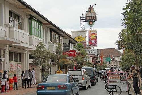 Jalan Braga, Bandung (yogi1984.blogdetik.com)