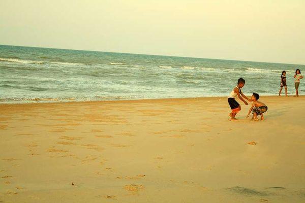 Pantai Slopeng (Vanya Safitri-ACI)