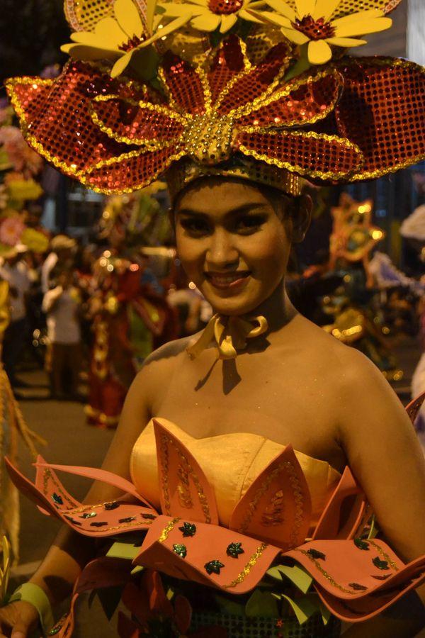 Kostum yang unik dengan motif bunga (Angling Adhitya Purbaya/detikNews)