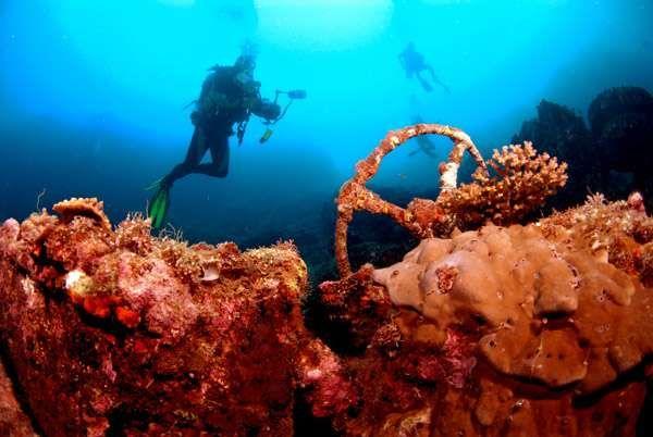 [imagetag] Reruntuhan kapal di bawah perairan Morotai (javabackpacker.blogspot.com)
