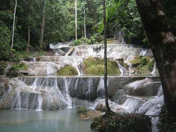 Air terjun Moramo yang indah