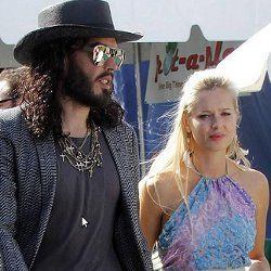 Wow, Russel Brand Kencani Mantan Model Playboy