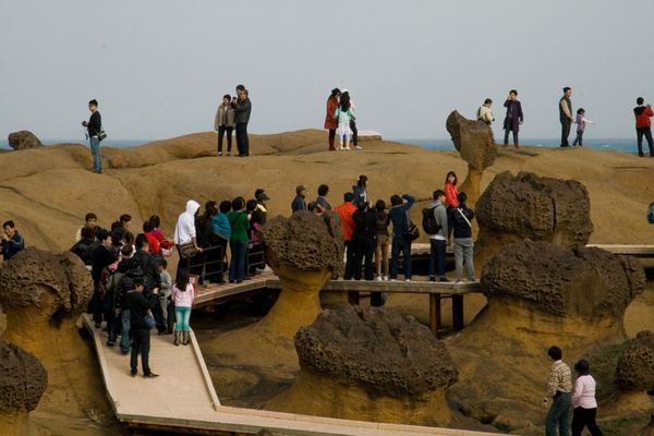 Yeliu Geopark menjadi target utama wisatawan yang datang ke Taiwan (Sumber: sarahpelham.com)