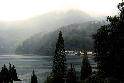 Danau Toba (takunik.blogspot.com)
