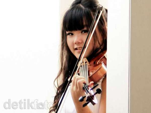 Felicia, Usir Galau dengan Musik Klasik