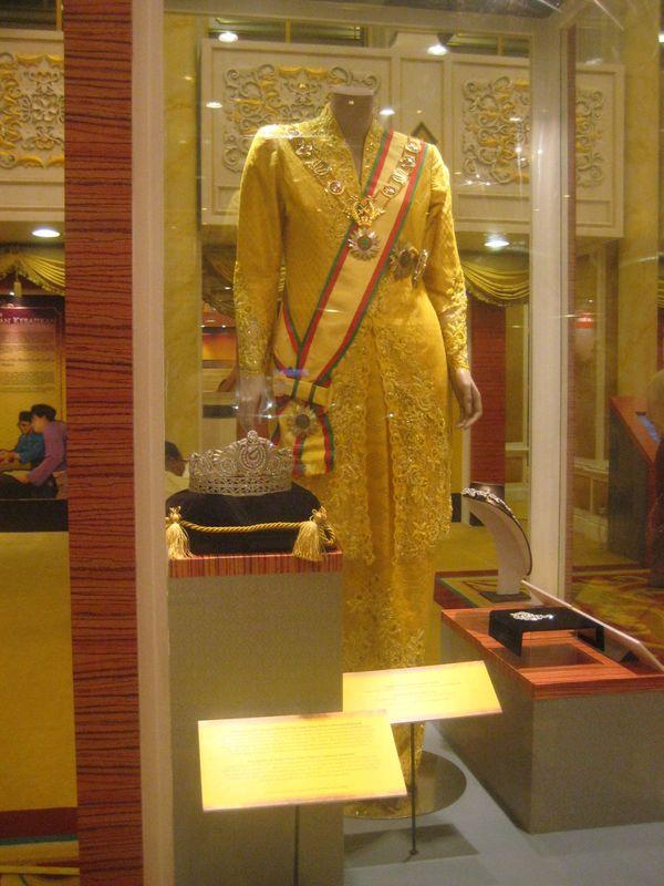 Salah satu pakaian resmi permaisuri