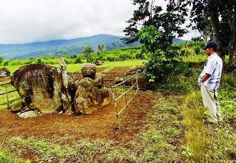 Pasemah, salah satu peninggalan Megalitikum yang terkenal di Pagaralam Sumatera Selatan (Sumber: versesofuniverse.blogspot.com)