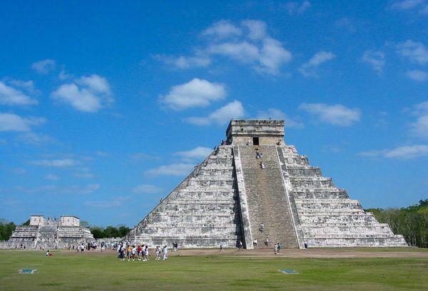Setiap harinya piramida ini ramai dikunjungi oleh wisatawan (tripideas.org/Roberto Facenda)