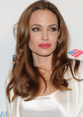 Syuting 3 Film, Angelina Jolie Tunda Pernikahannya?