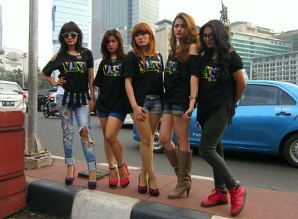 Foto Model Seksi di Bundaran HI, Alexsa Bros Hibur Kemacetan
