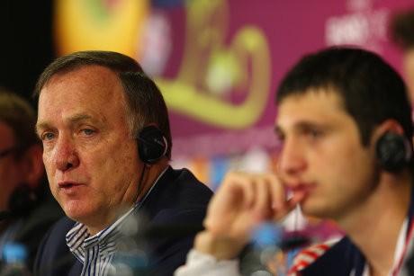 Rusia Cetak Empat Gol, Advocaat Tak Sepenuhnya Puas