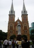 Notre Dame Cathedral yang jadi salah satu ikon HCMC (Sulistio/ dTraveler)