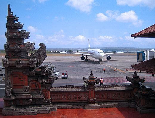 Pesawat di Bandara Internasional Ngurah Rai (bumn.go.id)
