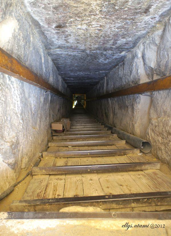Lorong masuk dengan kemiringan 45 derajat di Red Pyramid