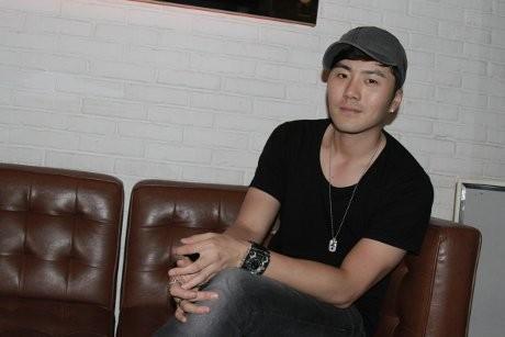 Disambut Fans di Jakarta, Eru Jadi Pria Paling Bahagia di Dunia