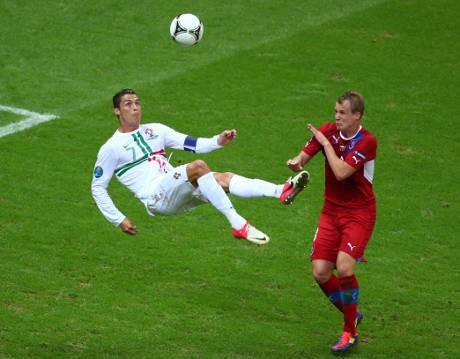 Ronaldo Antarkan Portugal ke Semifinal